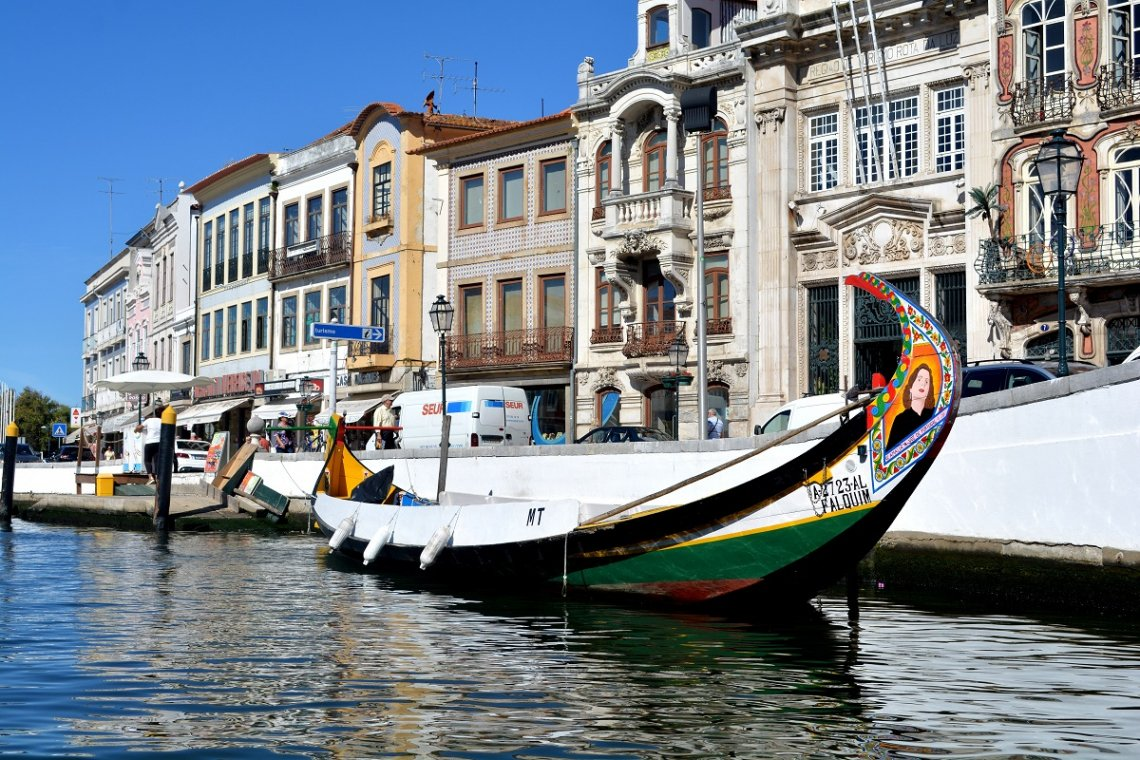 Moliceiro boot en gevels in Aveiro