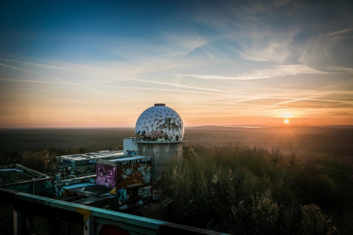 Blick über Berlin vom Teufelsberg bei Sonnenuntergang
