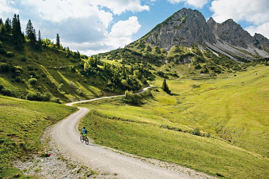 Blick auf die Nordwand des Litnisschrofen in den Allgäuer Alpen