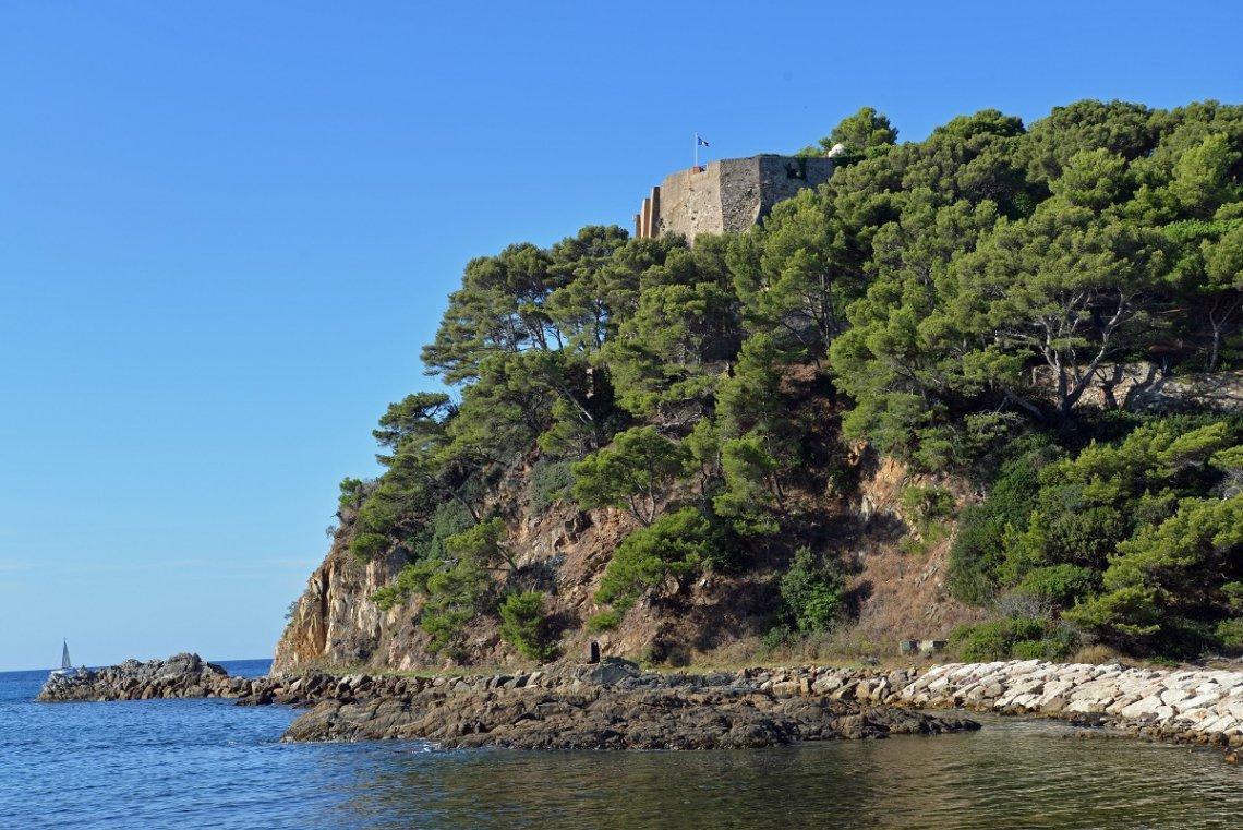 Blick auf das Fort de Brégançon an der Cote d'Azur
