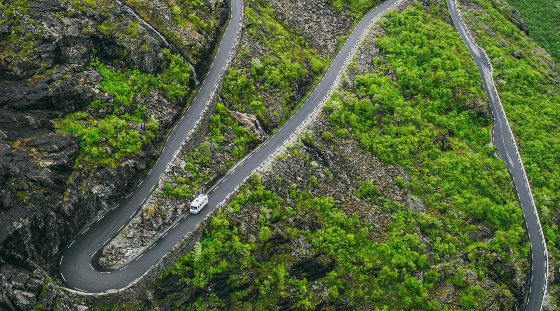Camper op de Trollstigen in Noorwegen