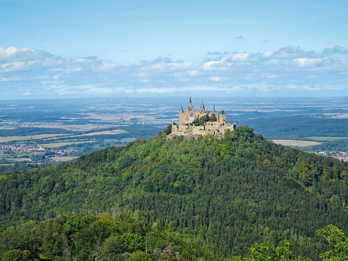 Blick vom Zeller Horn auf die Burg Hohenzollern
