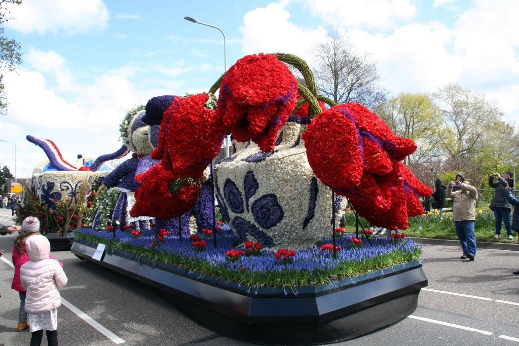 ornate vehicle in the Bollenstreek flower parade