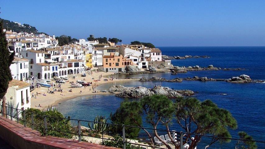 De kilometerslange kustlijn langs de Costa Brava