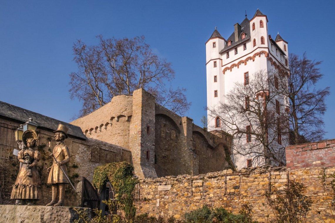 Park und Burgturm in Eltville im Rheingau