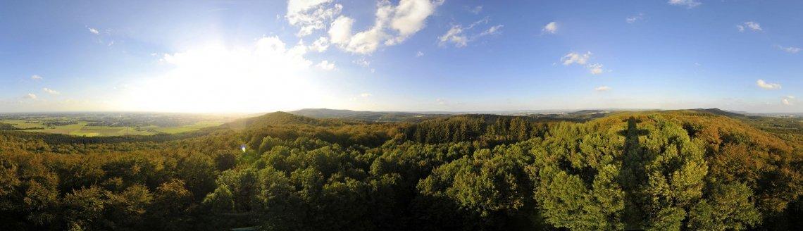 Panoramablick über die Landschaft des Natur- und Geoparks im Osnabrücker Land