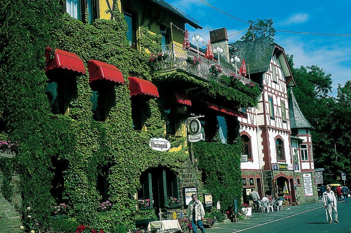 Weinlokale und Fachwerk in St. Goarshausen