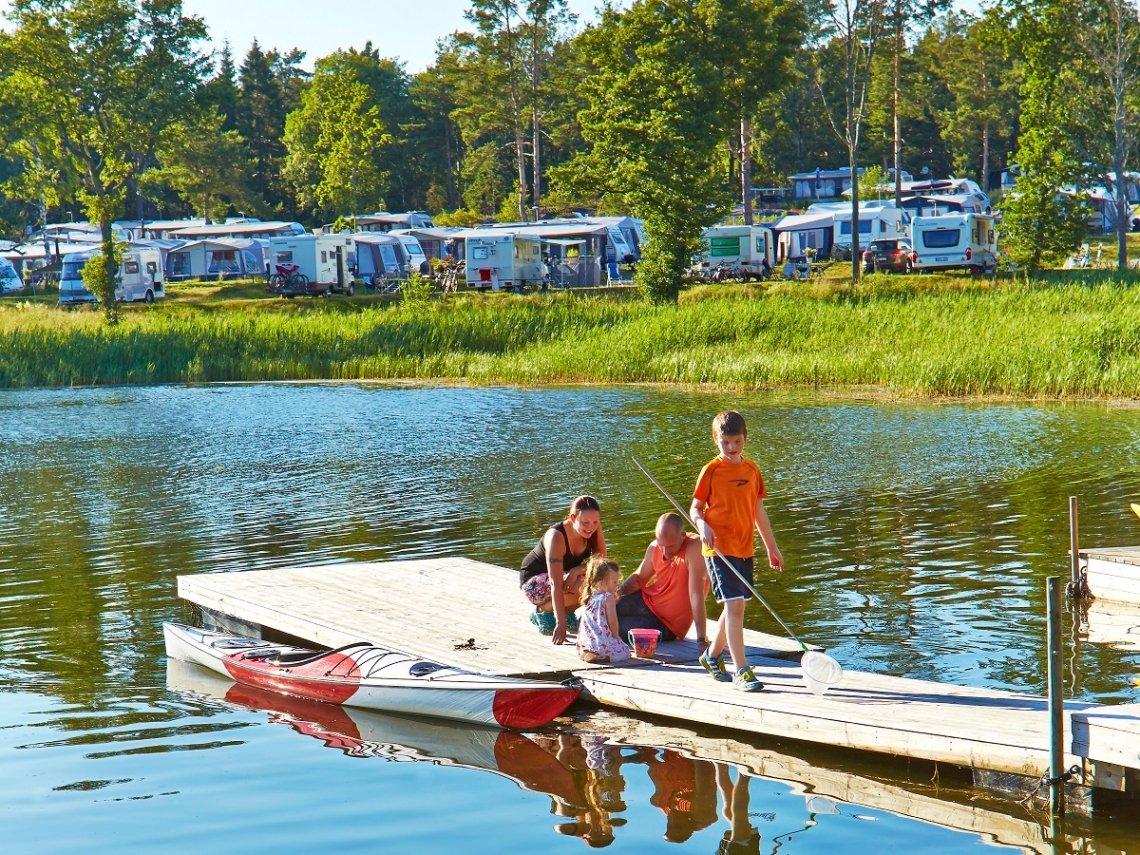 Familienurlaub und Campingplatz am See in Schweden
