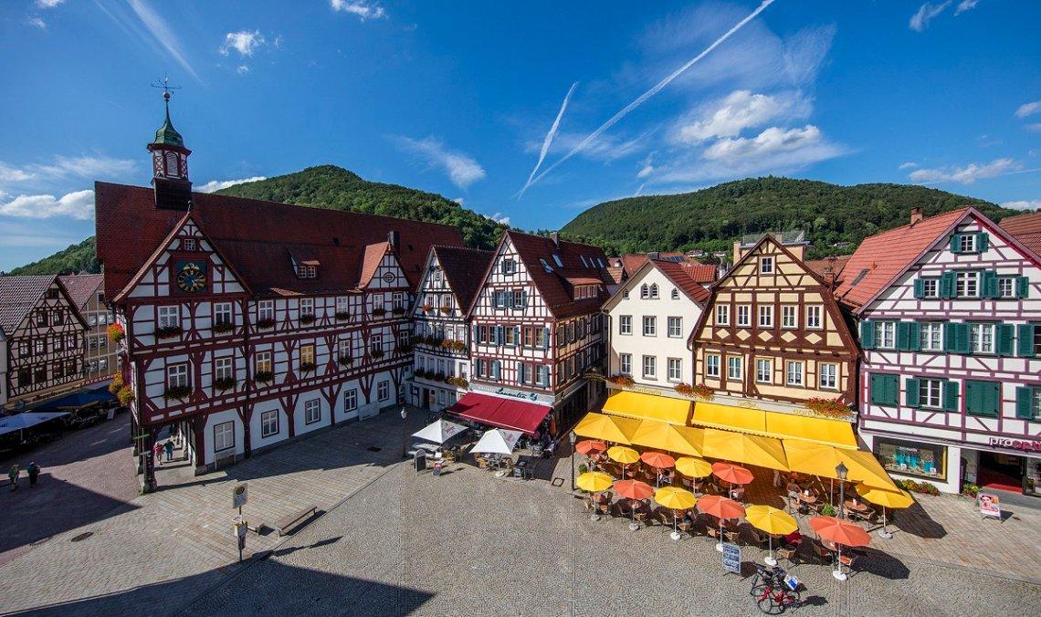 Fachwerkarchitektur am Marktplatz von Bad Urach