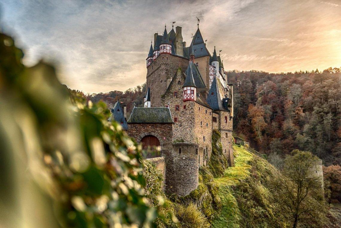 Blick auf Burg Eltz im Herbst