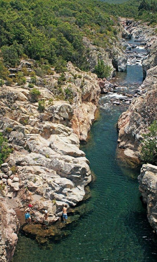Gehpassagen auf Fels am Fango, Korsika