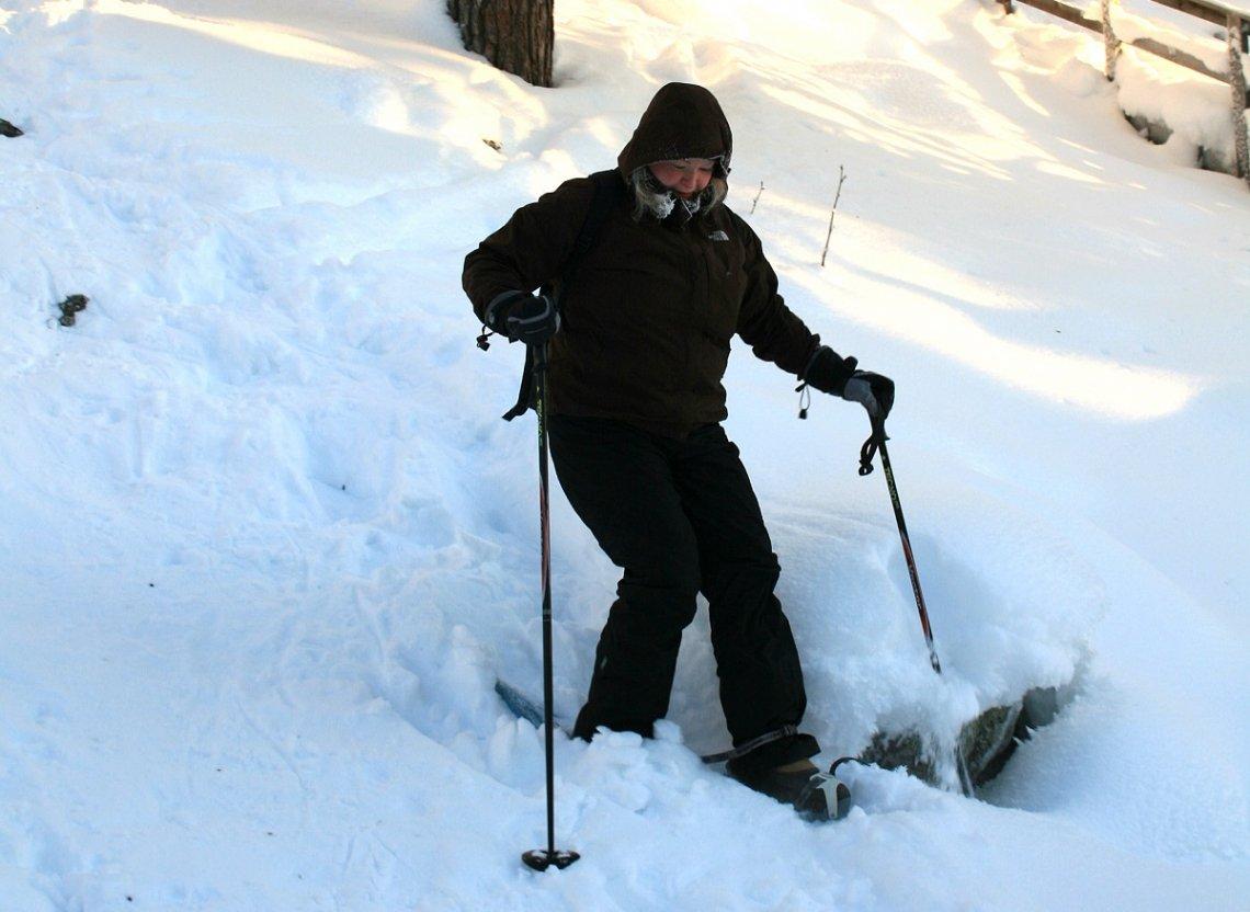 Abstieg mit Schneeschuhen bei Pyhä, Finnland