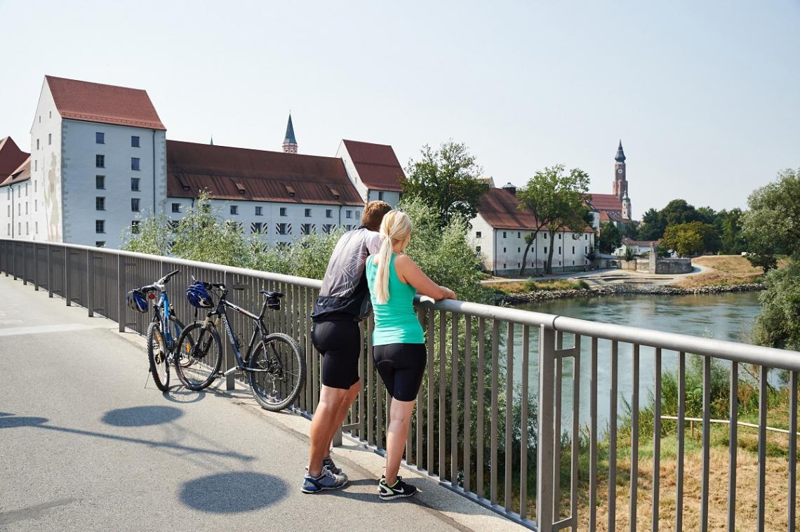 Straubing Donau Farhrradfahrer