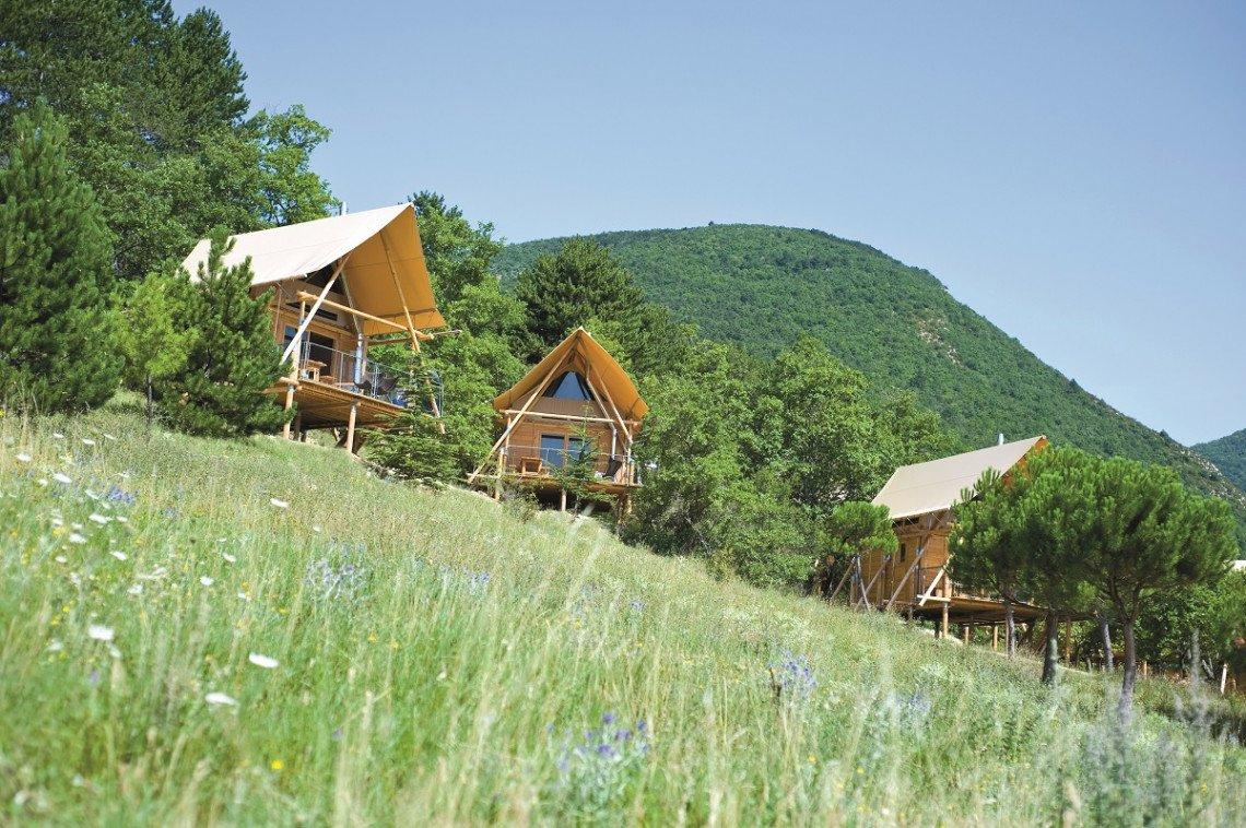 Glamping Hütten im Huttopia Village Dieulfit in der französischen Drôme Provençale