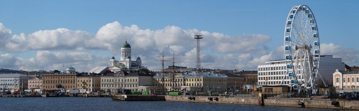 Stadtpanorama Helsinki am Wasser