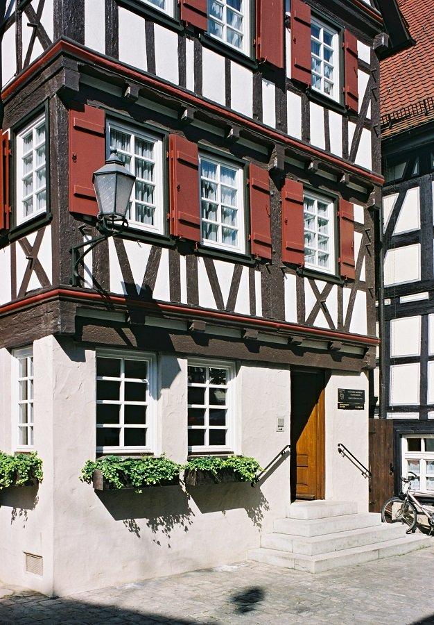 Fachwerkfassade des Gottlieb-Daimler-Geburtshauses in Schorndorf