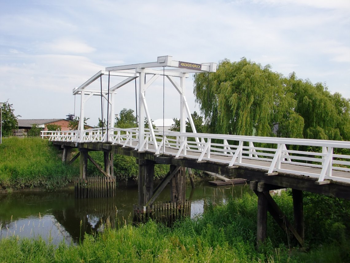 Blick auf die Hogendiekbrücke im Alten Land