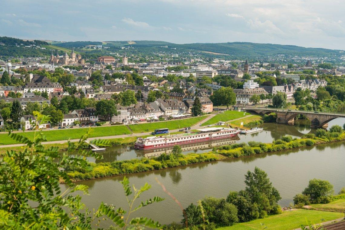 Blick vom Moselsteig auf Trier