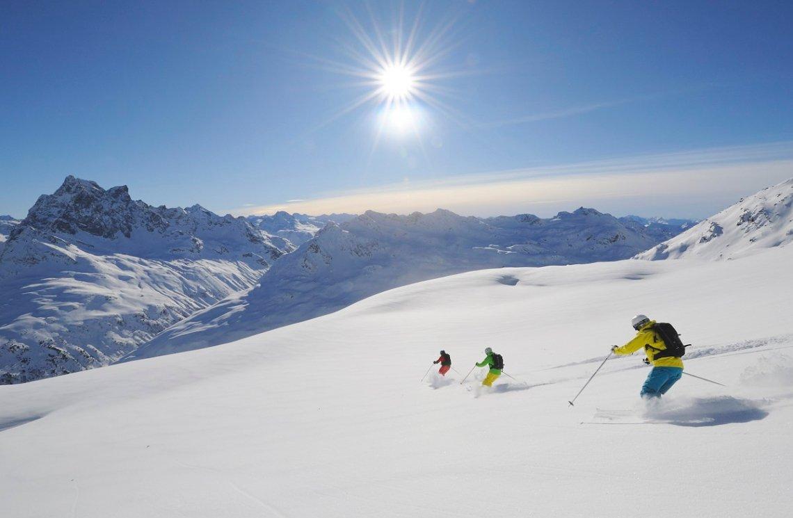 Skifahrer in St. Anton am Vorarlberg in Tirol
