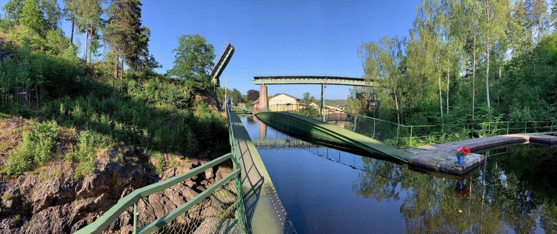 Blick auf die Wasserrinne des Aquädukts von Haverud, Schweden