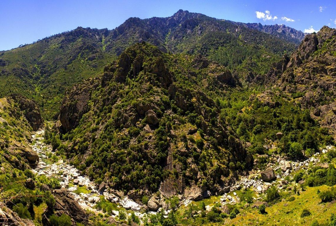Gebirge im Hinterland von Korsika