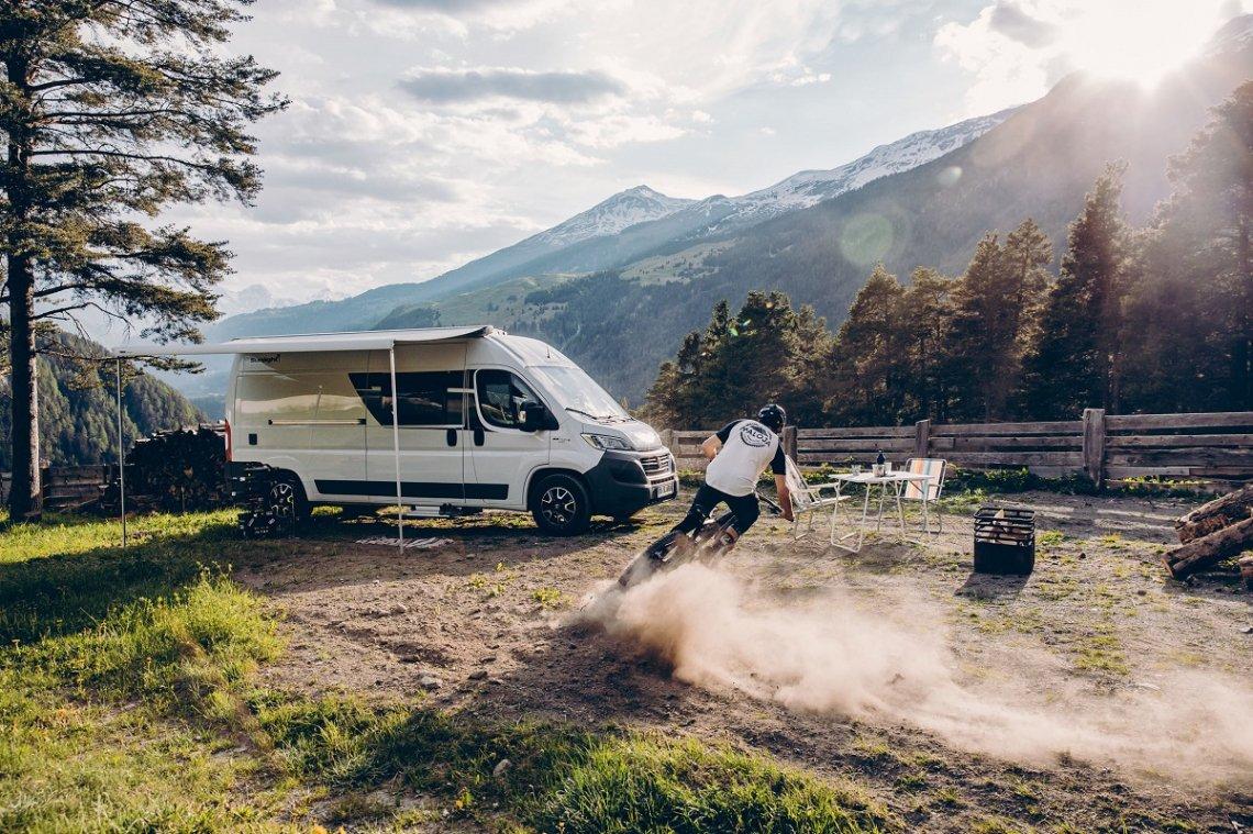 Mountain bikers in front of a Sunlight campervan
