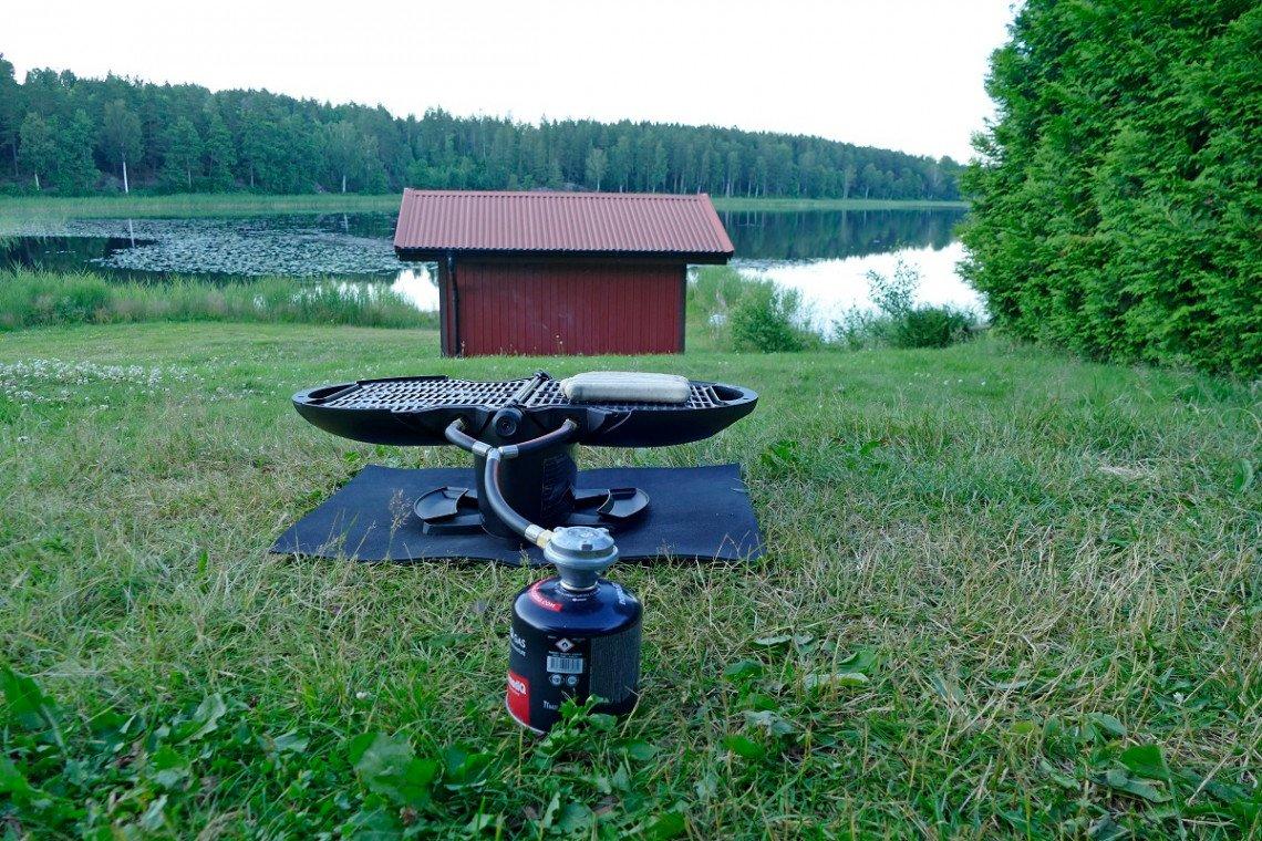 nomadiQ Campinggasgrill in Betrieb mit Gasschraubkartusche
