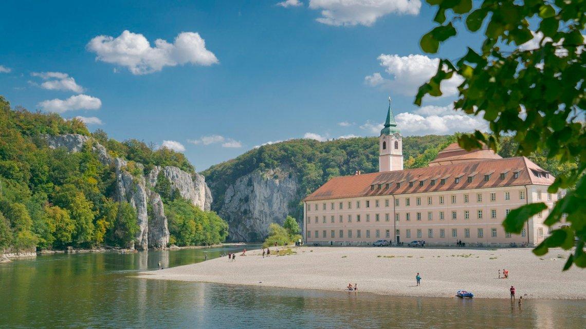 Blick auf das Kloster Weltenburg am Donaudurchbruch