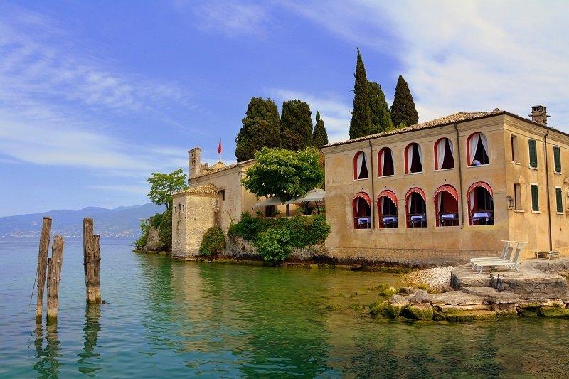 Mansion at lake Garda