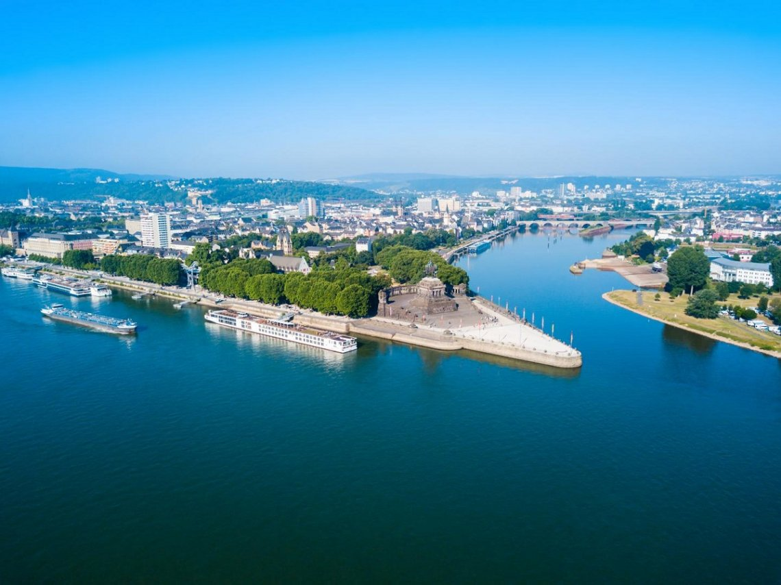 Bovenaanzicht van Deutsches Eck in Koblenz