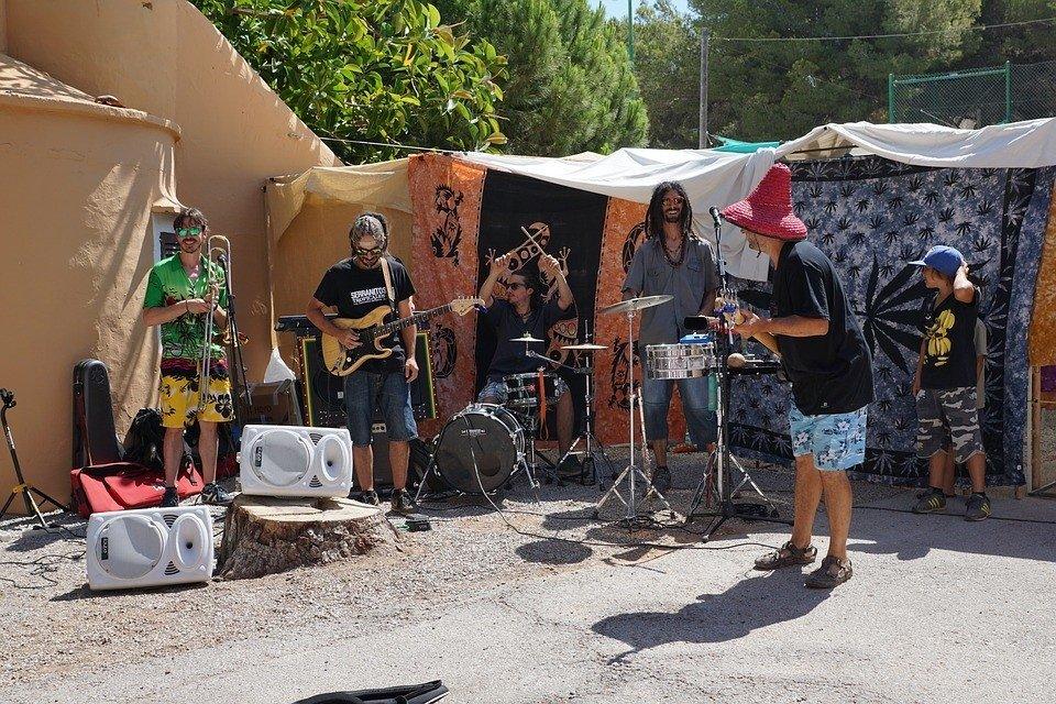De hippiemarkten op Ibiza zijn erg leuk zijn om te bezoeken.