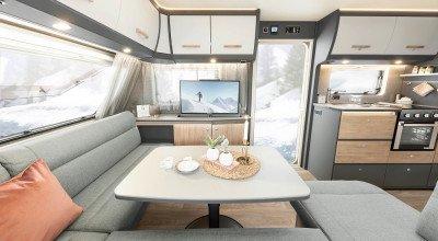 L-Sitzgruppe und Sideboard im Caravan Beduin Scandinavia 550 SE