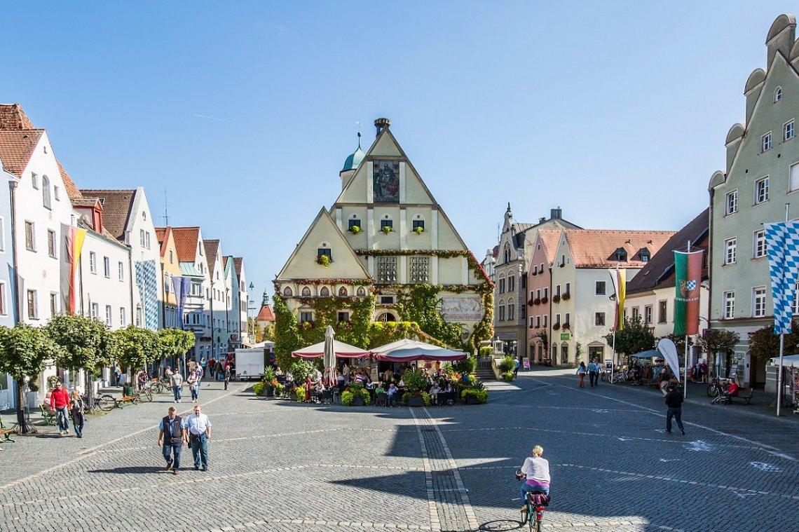 Blick auf das Alte Rathaus am Markt von Weiden