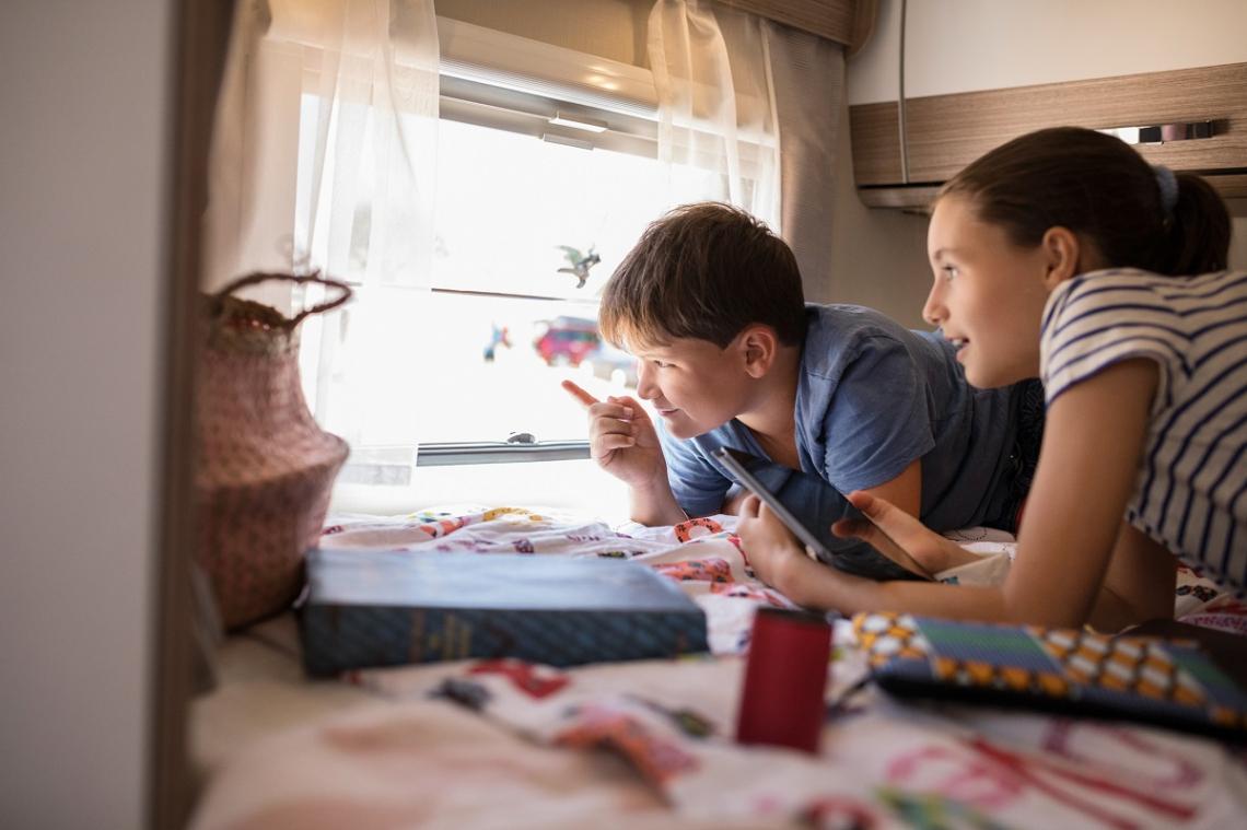 Kinder im Camper