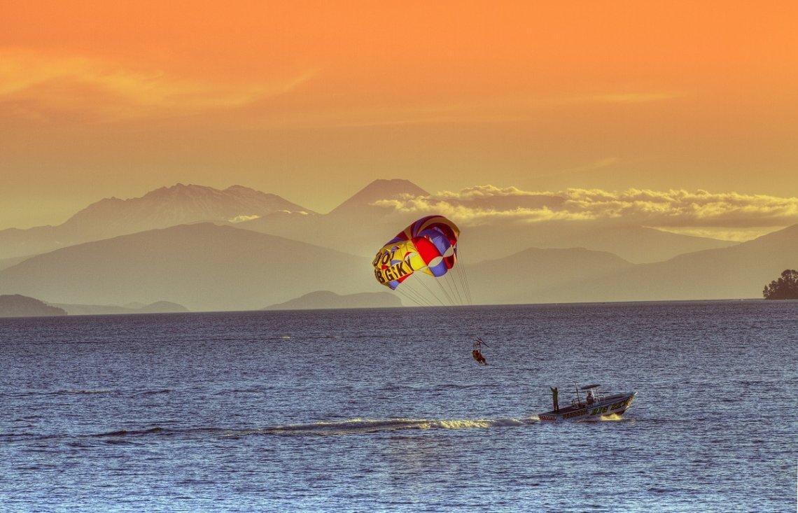 Wassersport auf dem Lake Taupo in Neuseeland