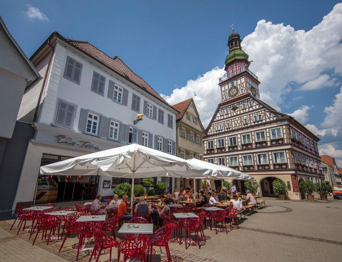 Blick auf das Fachwerk-Rathaus von Kirchheim unter Teck