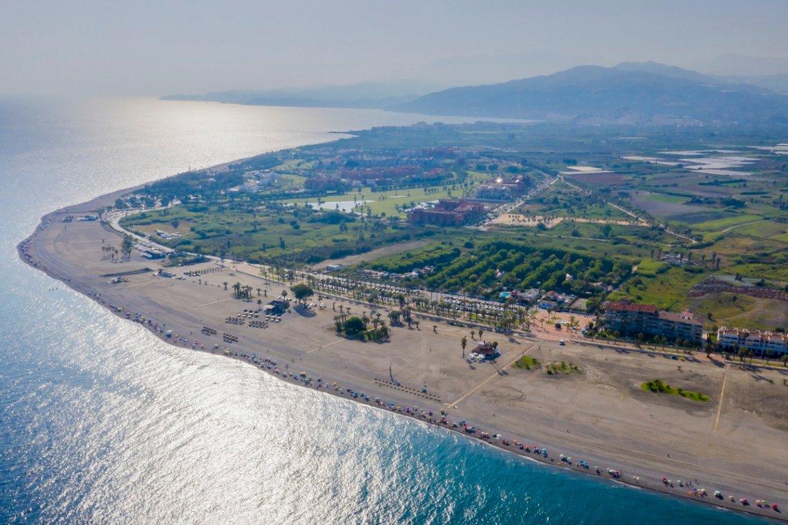 Blick von oben auf den Campingplatz Camping Playa de Poniente