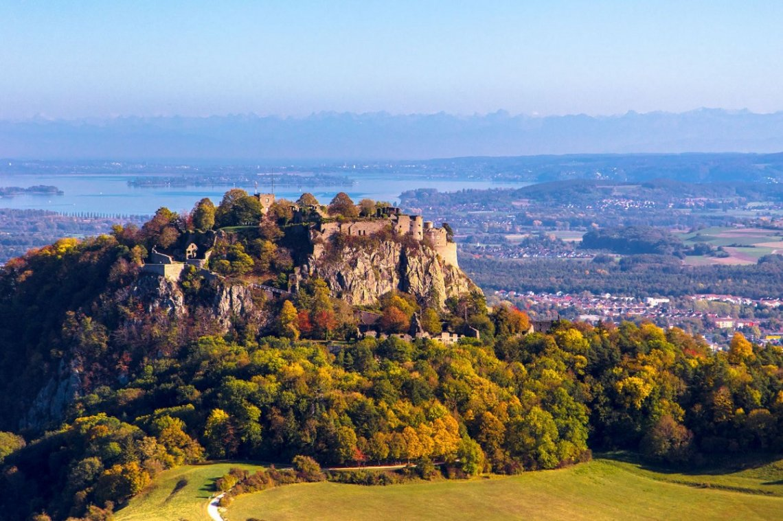Festungsberg Hohentwiel im Herbst