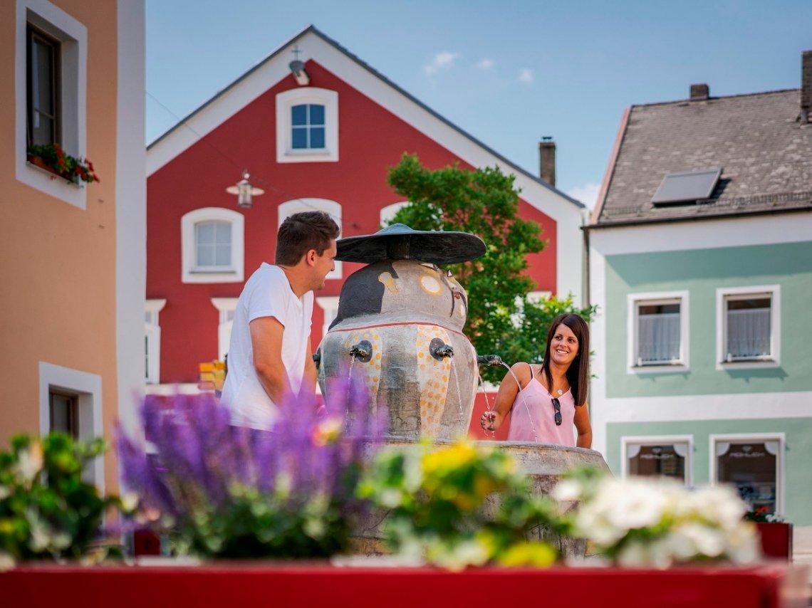Chinesenbrunnen in der Altstadt von Dietfurt im Altmühltal