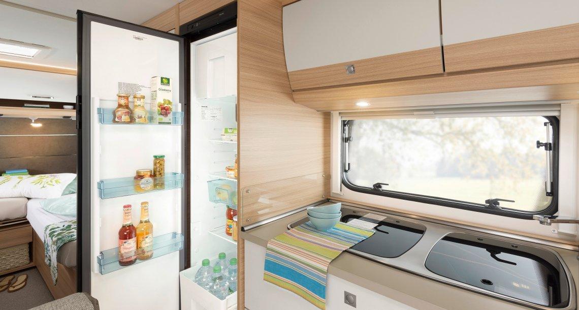 Absorber-Kühlschrank im Dethleffs Wohnwagen Camper 550