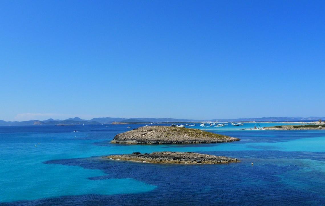 Blick von Ibiza auf die Balearen