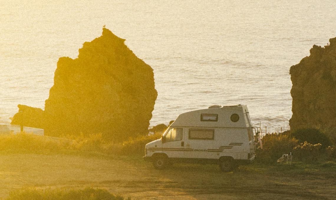 Campervan auf Ibiza am Meer