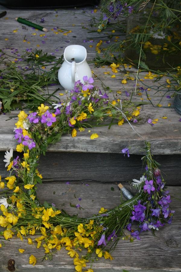 Mittsommer Blumenkranz selbermachen Dalarna, Schweden