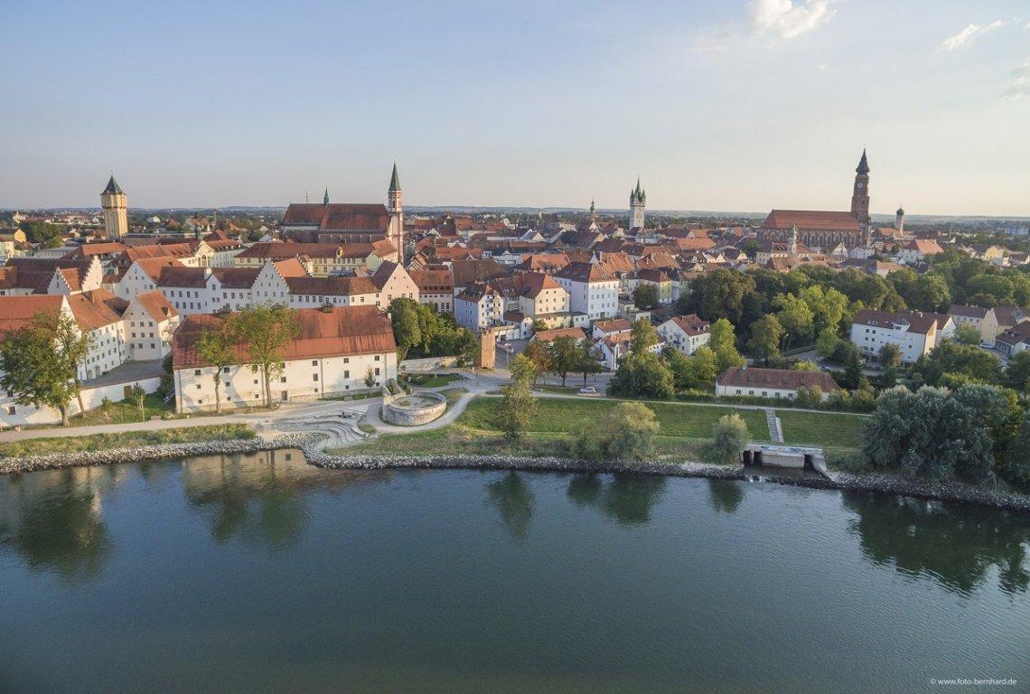 Blick über die Donau auf Straubing