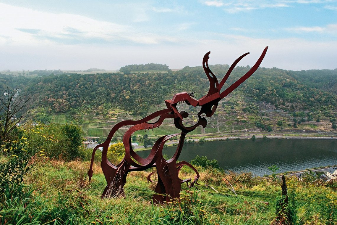 Skulptur Waldelefant bei Oberfell an der Mosel