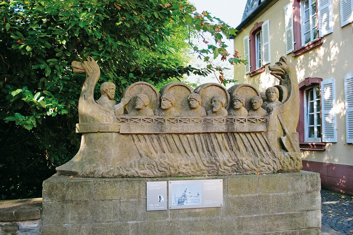 Replik des Steinernen Weinschiffs in Neumagen