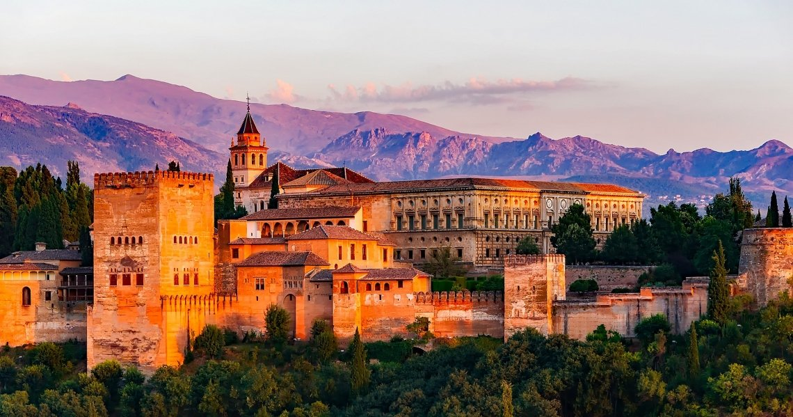 Alhambra at sunset in front of the mountains