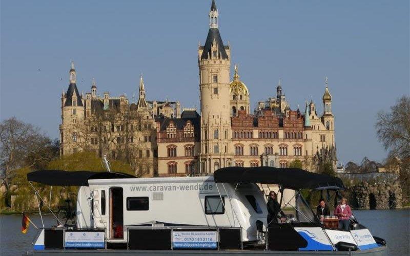Mit dem Hausboot zum Schloss Schwerin  skippercamping Hausboot