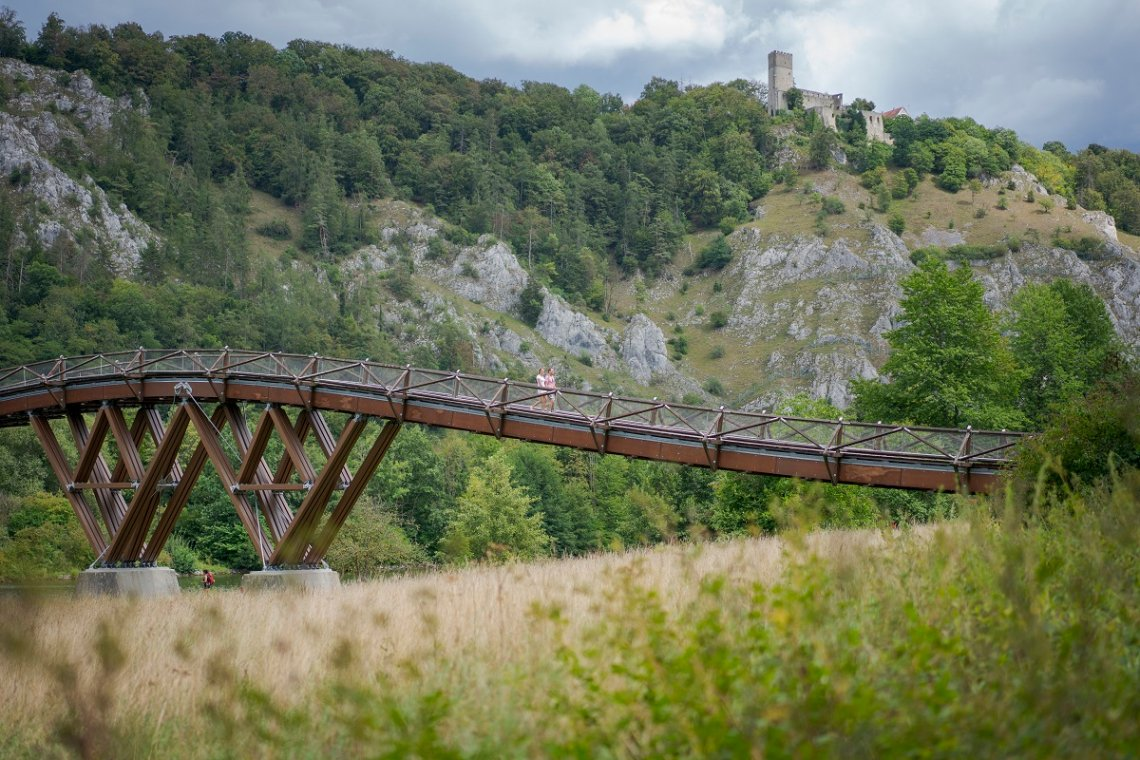 Blick auf die Brücke Tatzlwurm über den Main-Donau-Kanal