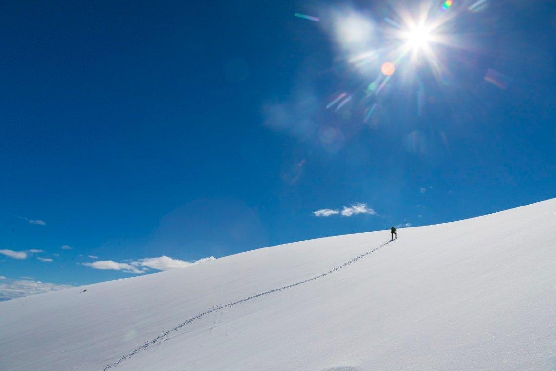 Wanderung mit Schneeschuhen auf den Bergen rund um das Hallingdal in Norwegen.